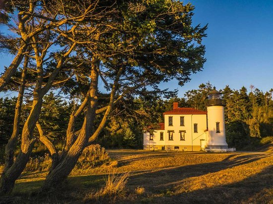 Fort Casey State Park : Admiralty Lighthouse at sunset