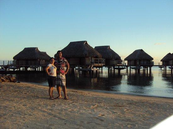 Manava Beach Resort & Spa - Moorea: Al amanecer