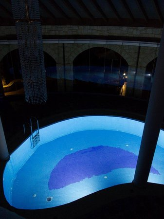 Caldera Villas: Pool at night
