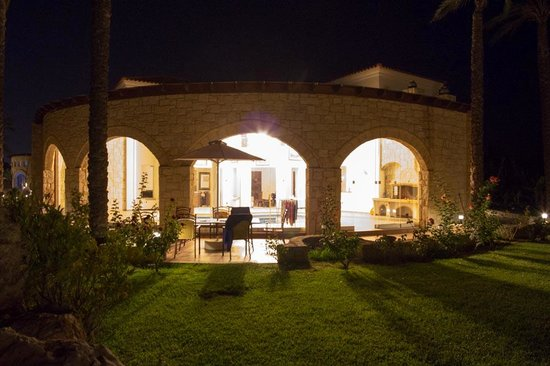 Caldera Villas: View from the garden at night