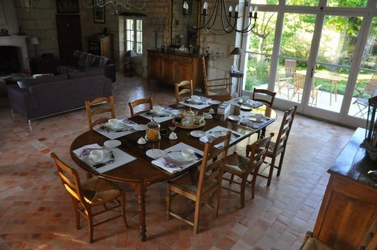 La Magnanerie : The breakfast table