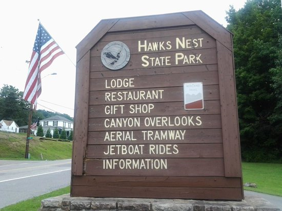 Hawks Nest State Park Lodge: Welcome sign from Route 60 Hawks Nest WV