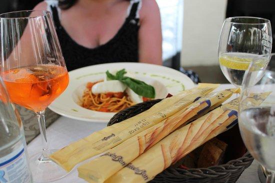 Bistro 7: Pasta mit frischer Tomatensoße und Mozarella