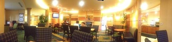 SpringHill Suites Medford: Panoramic view of the breakfast area