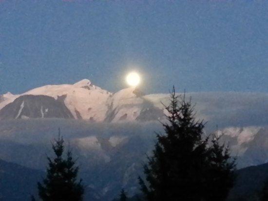 Résidence Goélia La Grande Cordée : Un soir de pleine lune sur le Mont Blanc