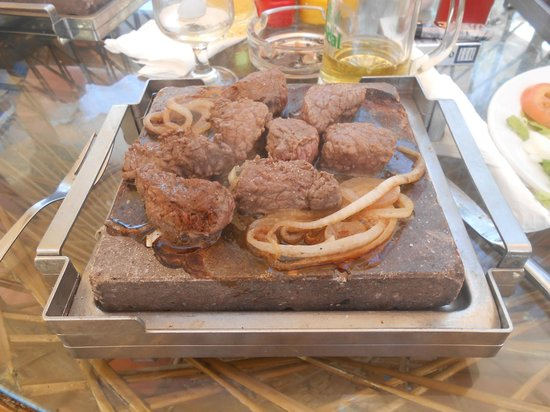 Hotel Eugenia Victoria : Steak on a hot stone