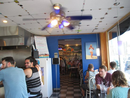 DJ's Diner and Seafood Grill : Inside