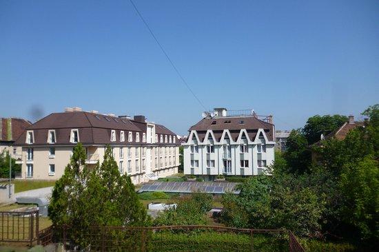 Bara Junior Hotel : Widok z pokoju Bara Junior ** na hotel Bara ***.
