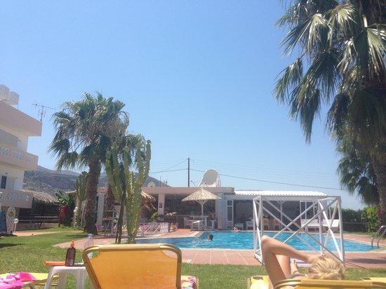 #ICandy Apartments Malia: Pool side