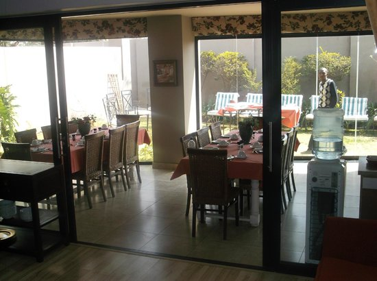 JeanJean Guesthouse & Conference Centre: Breakfast room...