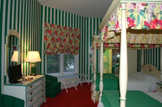 Grand Hotel: guest room