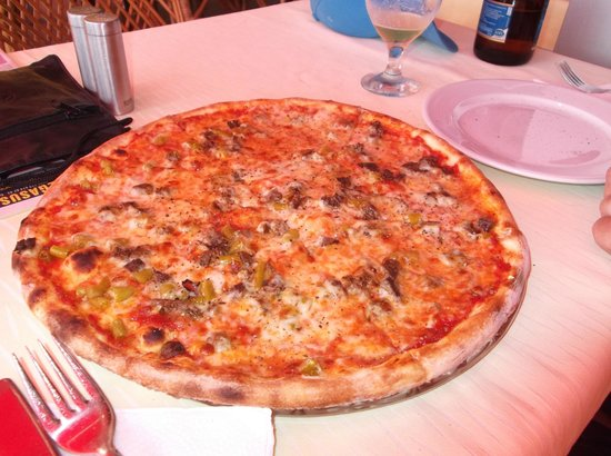 La Casa Di Mamma Ristorante: Hot Italian Pizza with 2 Efes lager for 18TL (£6)