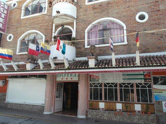 Hotel Italo: Fachada del hotel.