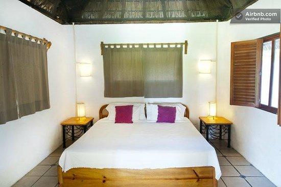 Villa Carino & Wakeboard Paradise : hippy bedroom