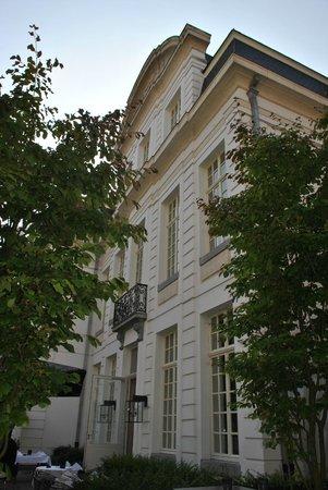 Sandton Grand Hotel Reylof: Garden view of hotel