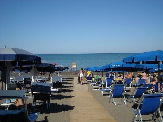 Hotel Flora: la spiaggia dell'hotel