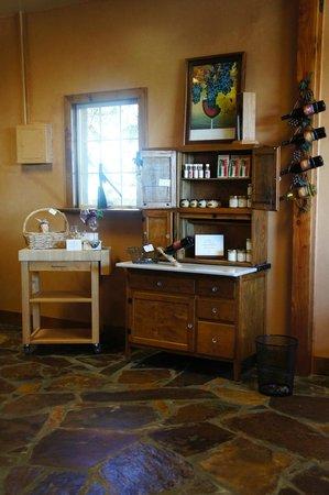 Barrel Springs Winery: gift shop