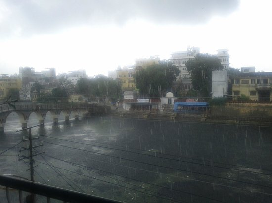 Chirag Roof Top Restaurant: Wonderful to watch the monsoon from