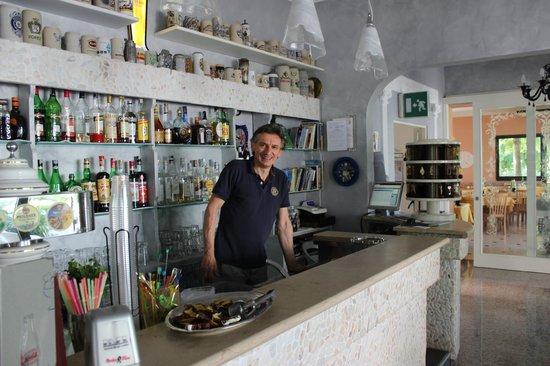 """Hotel Giamaika : Massimo! Herr der""""Flaschen"""" und """"Hugomeister""""!"""