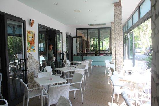 Hotel Giamaika : Die Terrasse- der Treffpunkt!