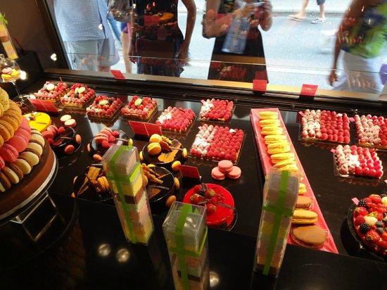L'Atelier Jean-Luc Pelè Chocolat Macaron: Dolci in vetrina