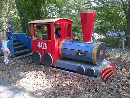 Auburn Heights Preserve: Play Trains