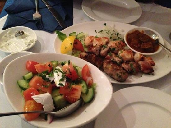 Stavros Greek Taverna: meat course meze