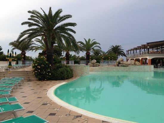 Rocca Nettuno Tropea: Pool und noch eine Ecke der Poolbar