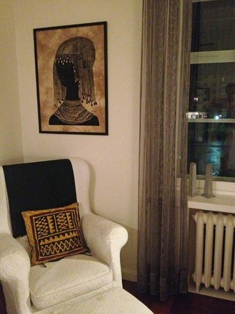 Hotel Yopuu: The chair in Africa room