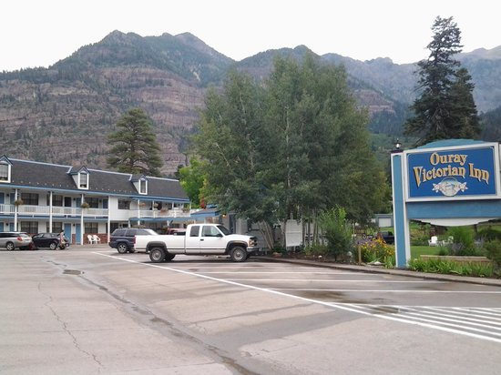Ouray Victorian Inn : surrounded by mountains