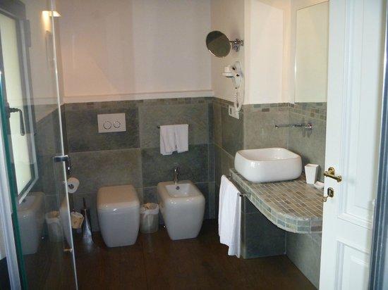 Villa I Barronci: Bathroom