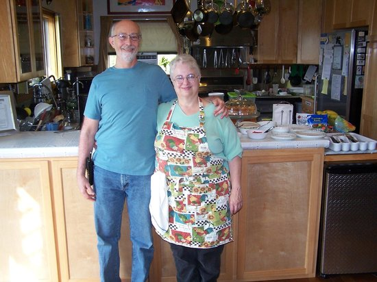 Coppertoppe Inn & Retreat Center: Sheila and Bill (and behind, the source of many goodies)
