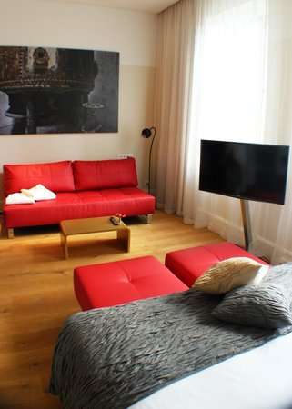 B2 Boutique Hotel + Spa: Another view of the room