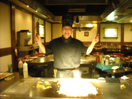 Kabuki Japanese Steak House: Our second chef Mr. Tom.