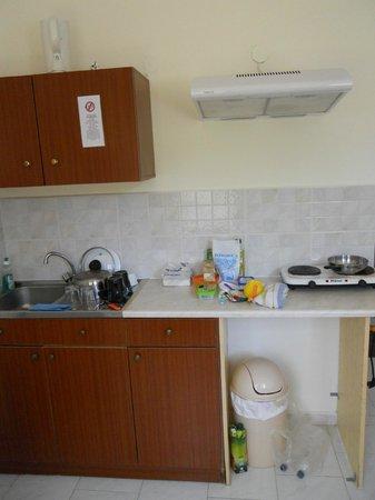 Eleni's Apartments: Cucina