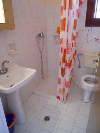 Eleni's Apartments: Bagno