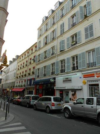 Hotel Eldorado: La Rue des dames...Fassade