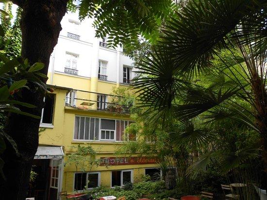 Hotel Eldorado: Hinterfront mit Terasse