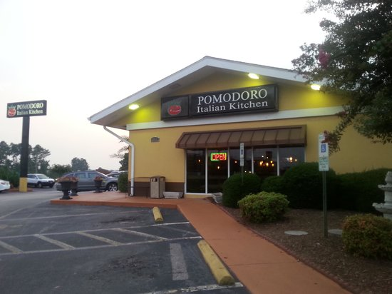 Pomodoro Italian Kitchen : entrance & road view