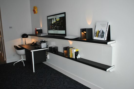 Andaz Amsterdam Prinsengracht: Desk