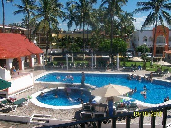 Costa Alegre Hotel and Suites: vista a la alberca desde la habitación