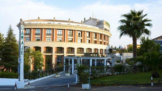TRYP Merida Medea Hotel: El hotel visto desde el lateral