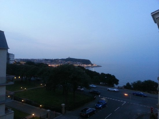 Ambassador Hotel: Scarborough Bay at dusk