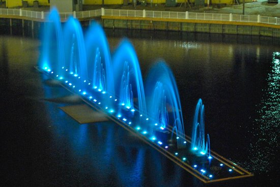 Laketown Wharf Resort: Nightly Dancing Fountains show