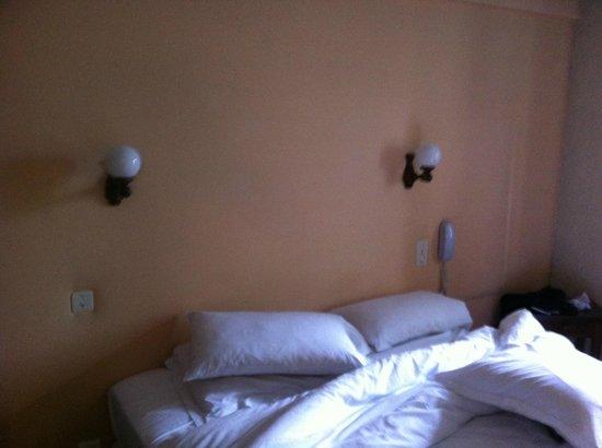La Ferme de Flaran Hotel : Pas de tête de lit