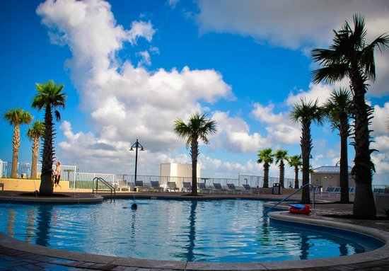Laketown Wharf Resort: The beautiful 10th floor roof top pool