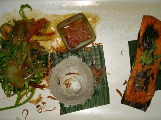 Three Monkeys Sanur: delicious fish (pepes ikan)