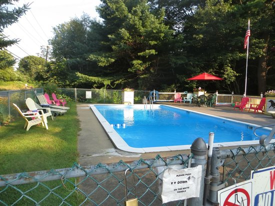 Lake Winnipesaukee Motel: Pool