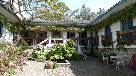Hacienda Cusin: Entrance to reading rooms and another part of the garden