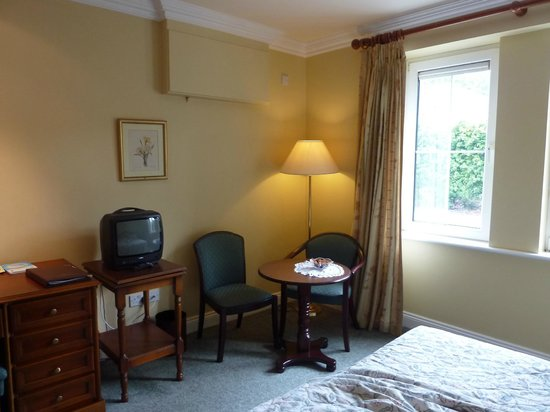 Killarney Lodge: Room